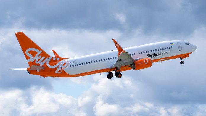 Взлет Boeing 737-800 SKyUp UR-SQC