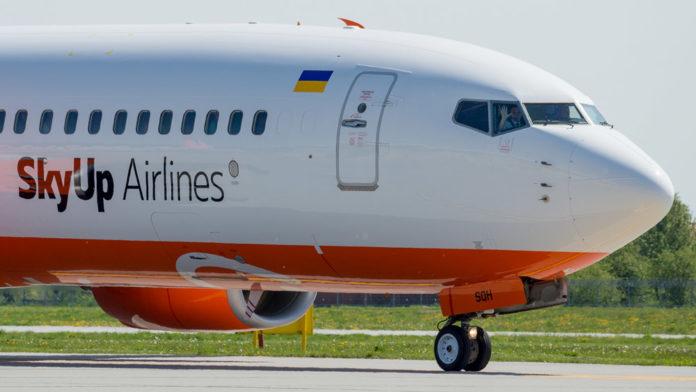Boeing 737-800 SkyUp