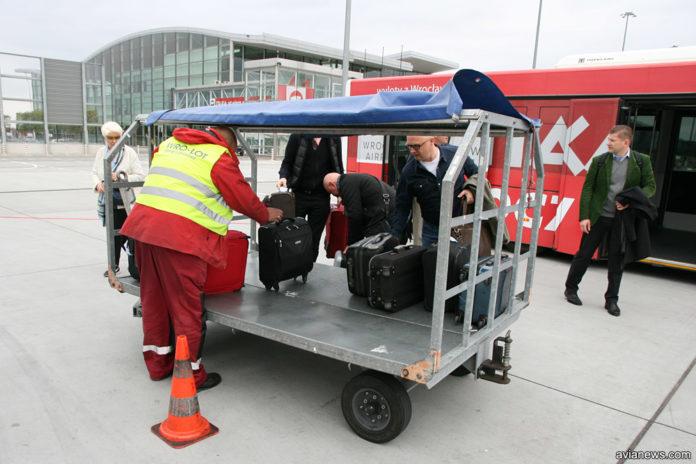 Тележка для ручной клади с биркой Delivery at aircraft