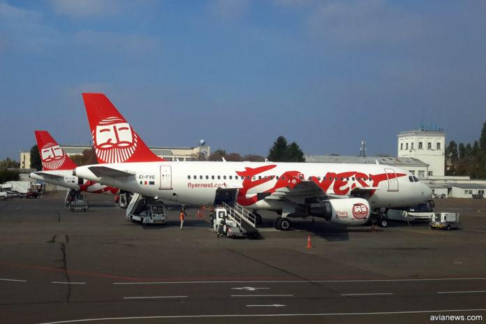 Самолеты Airbus A320 Ernest Airlines в аэропорту Жуляны (