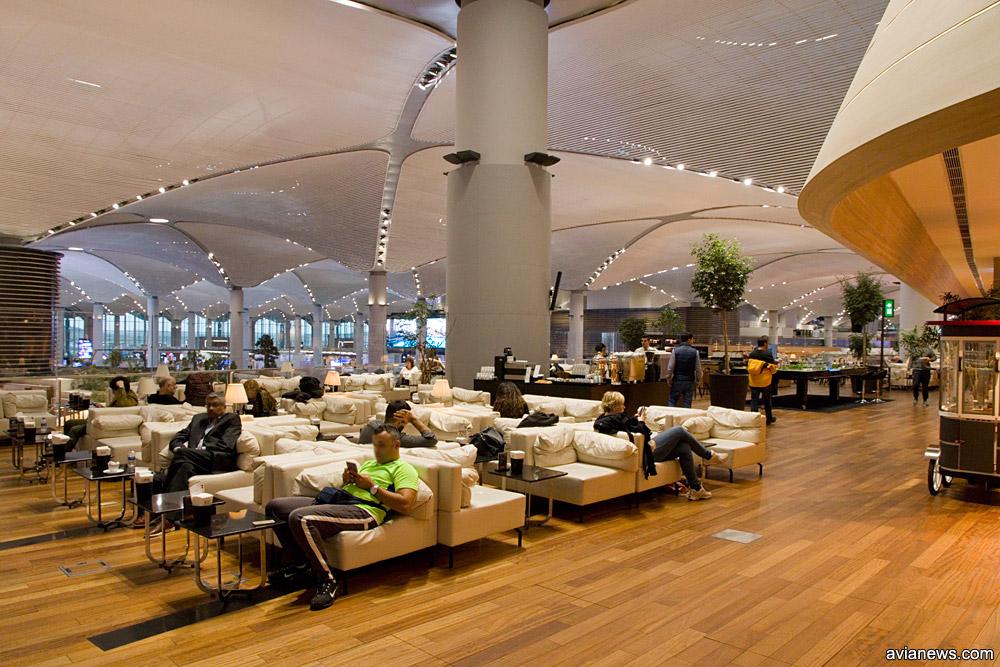 Деловая зона в бизнес-зале Turkish Airlines в новом аэропорту Стамбула