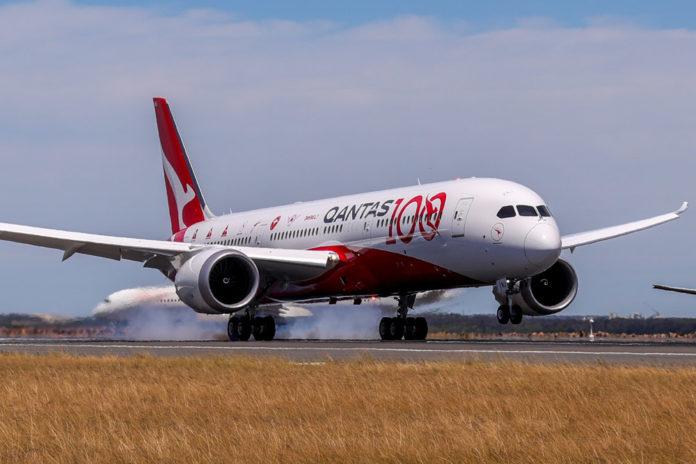 Посадка Boeing 787 Qantas в Сиднее после выполнения рейса из Лондона