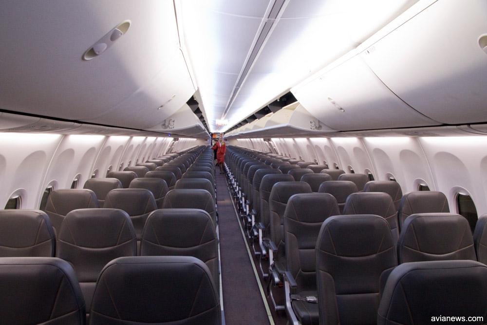 Вид на салон Boeing 737-800 SkyUp со Sky Interior