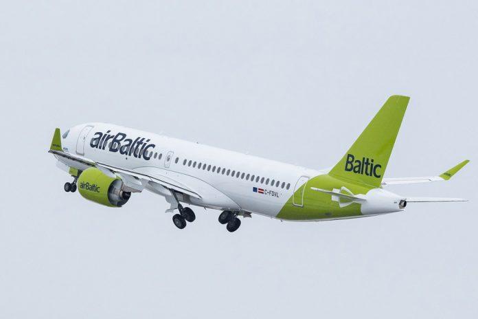 Airbus A220-300 airBaltic в обновленной ливрее