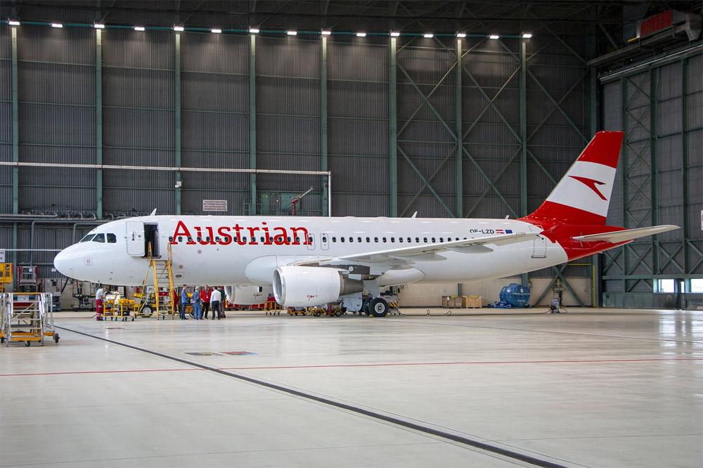 Airbus A320 в ангаре перед передачей авиакомпании Austrian Airlines