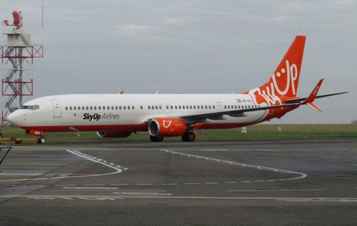 Boeing 737-900ER SkyUp UR-SQJ