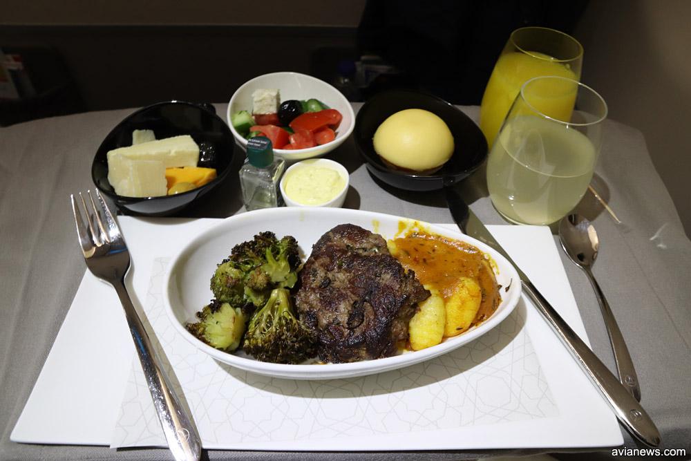 Питание в бизнес-классе Turkish Airlines на рейсах между городами Украины и Стамбулом. Основное блюдо на ужин