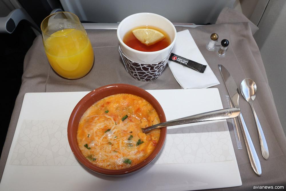 Питание в бизнес-классе Turkish Airlines на рейсах между городами Украины и Стамбулом. Основное блюдо на завтрак