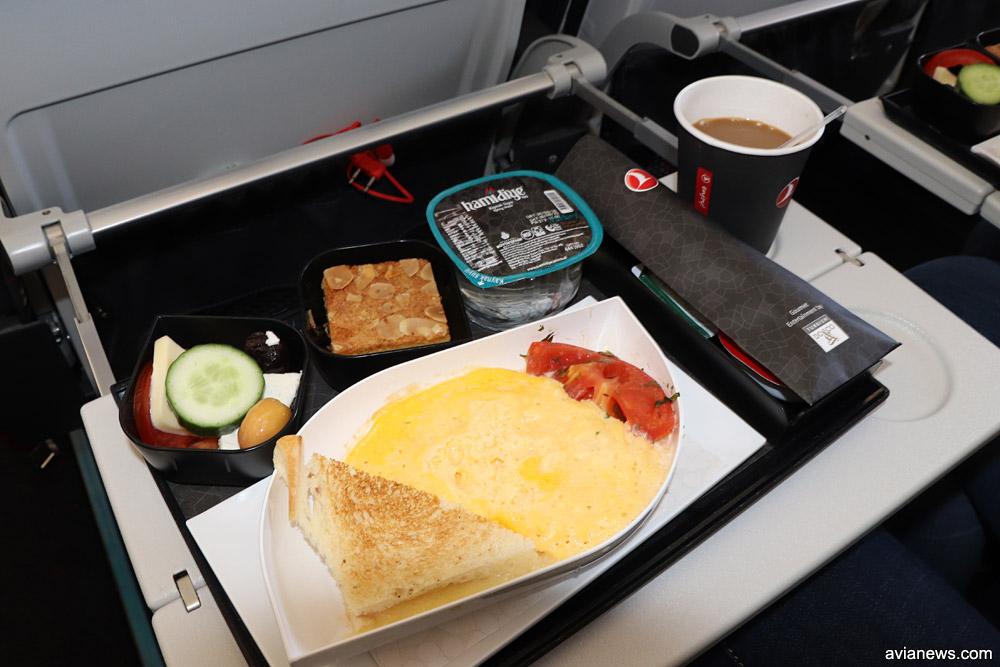 Горячее питание (завтрак) в эконом-классе Turkish Airlines на рейсах между Харьковом и Стамбулом