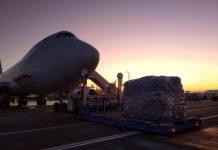 Boeing 747 в аэропорту Борисполь с посылками из Китая