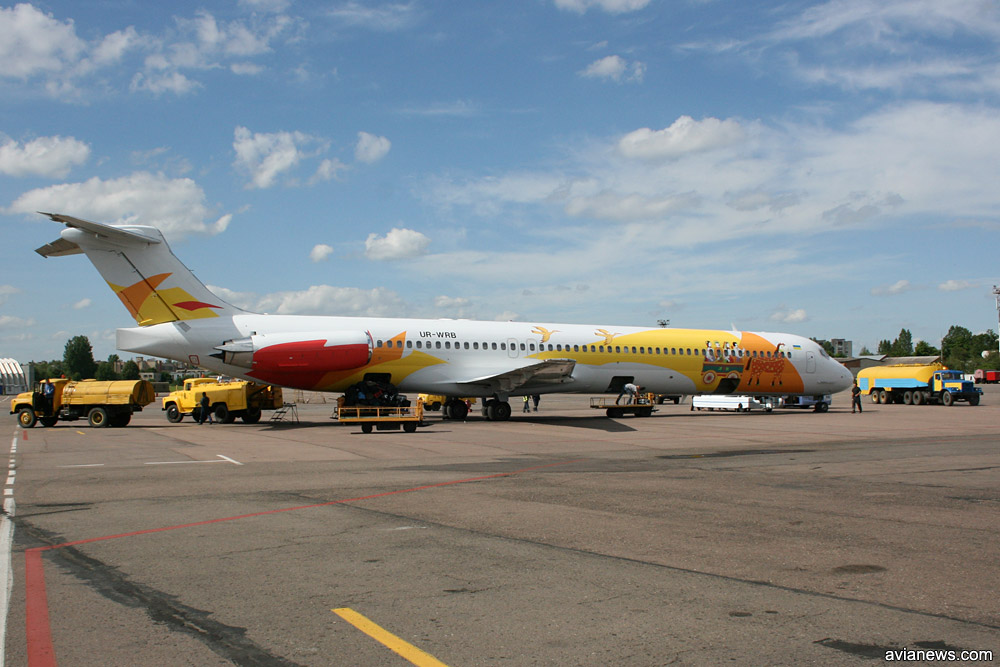 """Ливрея """"Роза Ветров"""" на MD-82 в 2008 году. Использованы мотивы из украинского фольклора"""