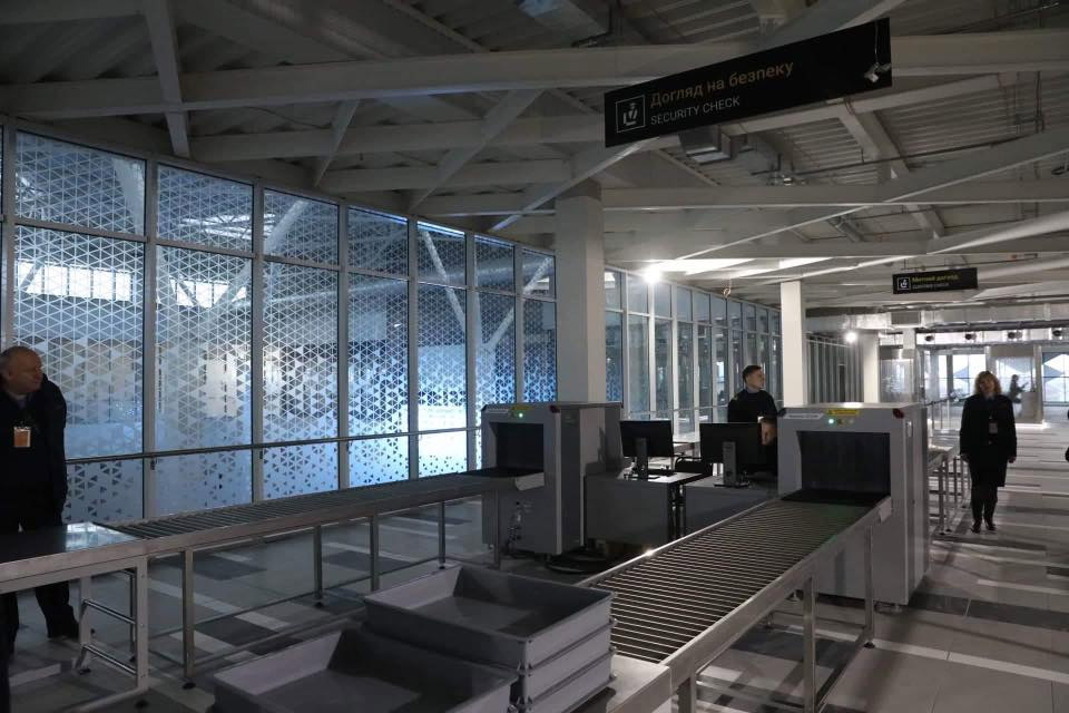 Пункт контроля в новом терминале аэропорта Запорожье