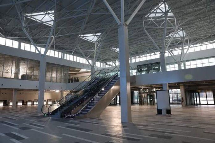 Главный зал в новом терминале в аэропорту Запорожье