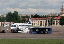 "Перронный автобус ЛАЗ АХ183 ""АэроЛАЗ"" в аэропорту Львов"
