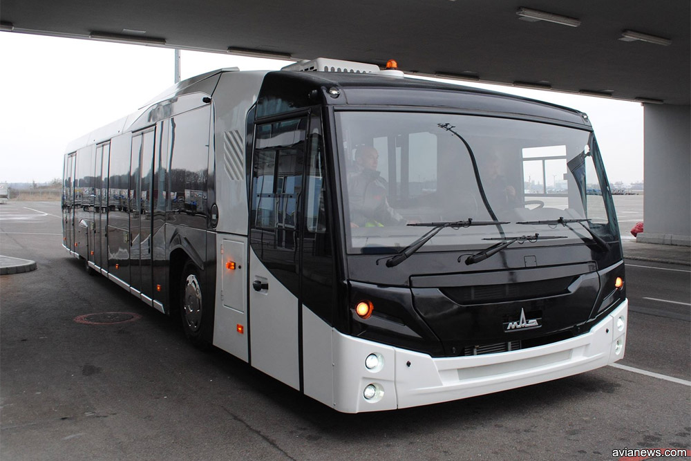 Перронный автобус МАЗ 271 в аэропорту Борисполь