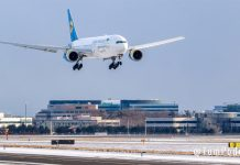 Boeing 777 МАУ совершает посадку в Торонто