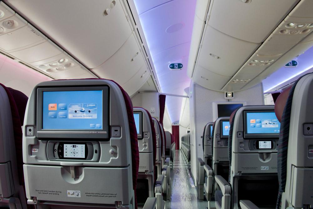 Салон эконом-класса в Boeing 787-8 Qatar Airways