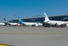 Самолеты у нового терминала в аэропорту Львов