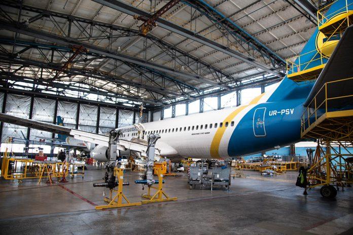 Техническое обслуживание Boeing 737-800 МАУ - замена шасси