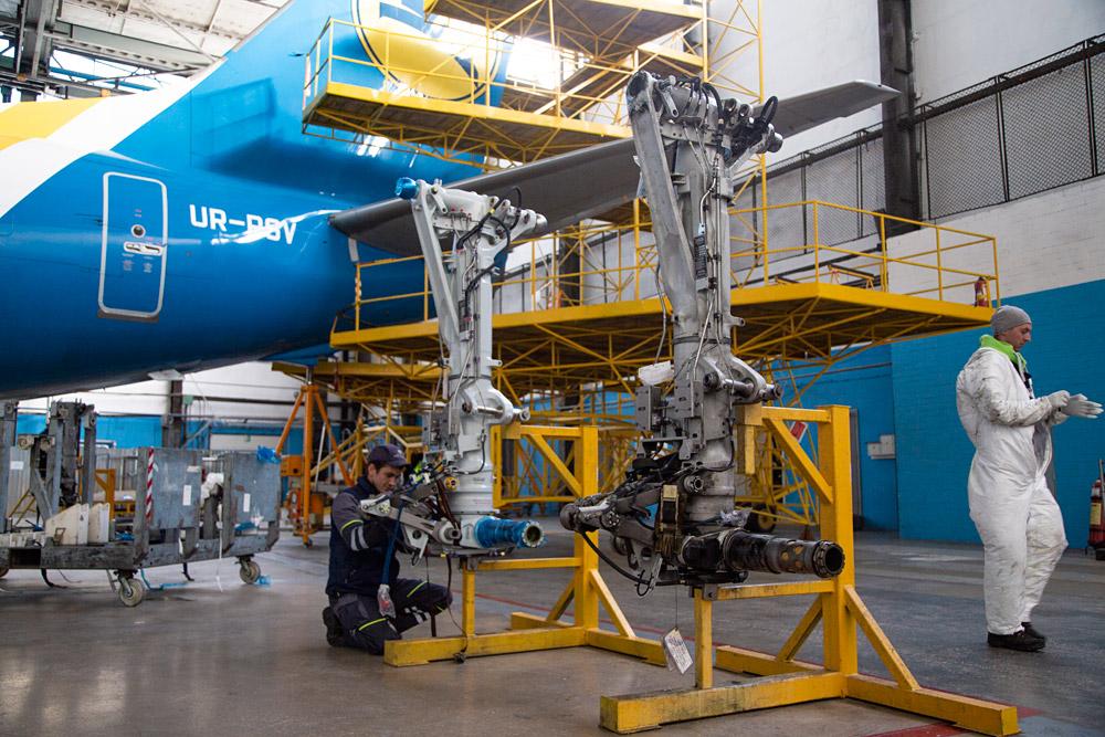 Стойки шасси для замены на самолете Boeing 737-800