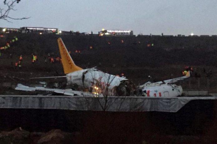 Boeing 737-800 с регистрацией TC-IZK Pegasus Airlines после выкатки в аэропорту Стамбула Сабихи Гекчен