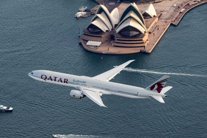 Boeing 777 Qatar Airways над Сиднейским оперным театром