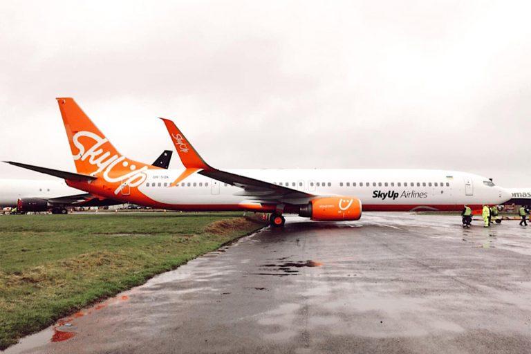 SkyUp получил третий 215-местный Boeing 737-900ER