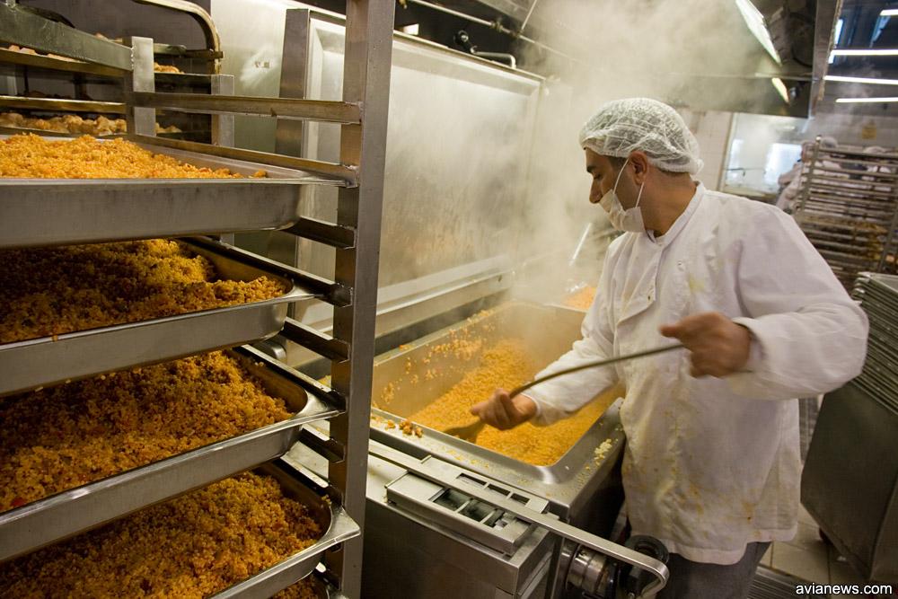 Горячий цех Turkish Do & Co. Процесс варки риса