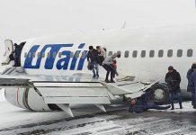 """Эвакуация пассажиров из Boeing 737-500 """"Ютэйр"""" на полосе аэропорта Усинск"""