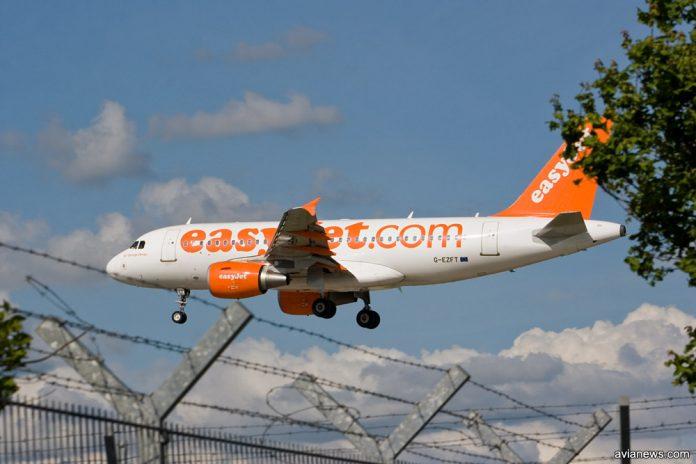 Airbus A319 easyJet заходит на посадку