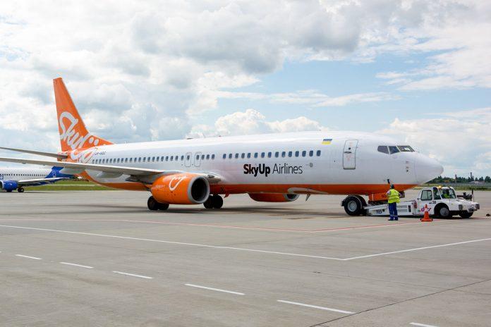 Буксировка Boeing 737-800 SkyUp