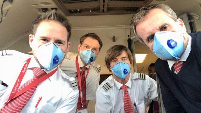 Пилоты Austrian Airlines в масках