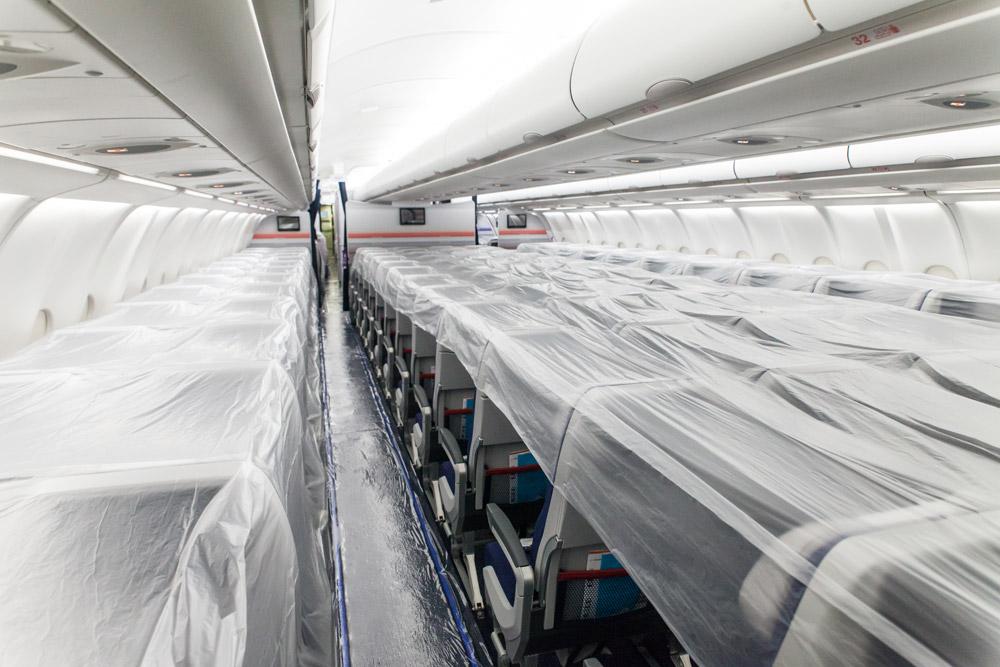 Салон самолета покрыт пленкой для длительного хранения