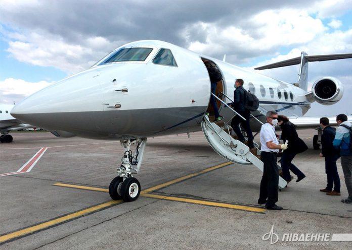 Бизнес-джет в аэропорту Борисполь, который забрал специалистов КБ
