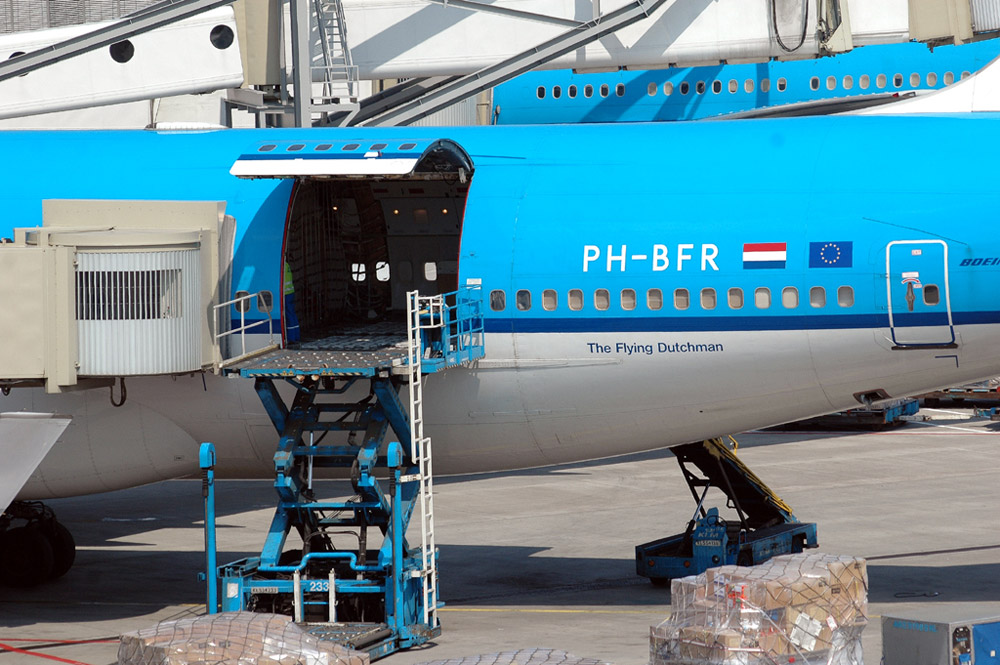 Грузовой люк Boeing 747 Combi KLM