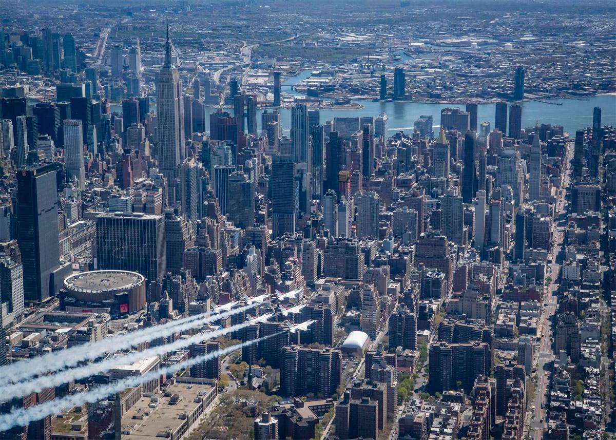 Вид на Эмпайр-стейт-билдинг в Нью-Йорке