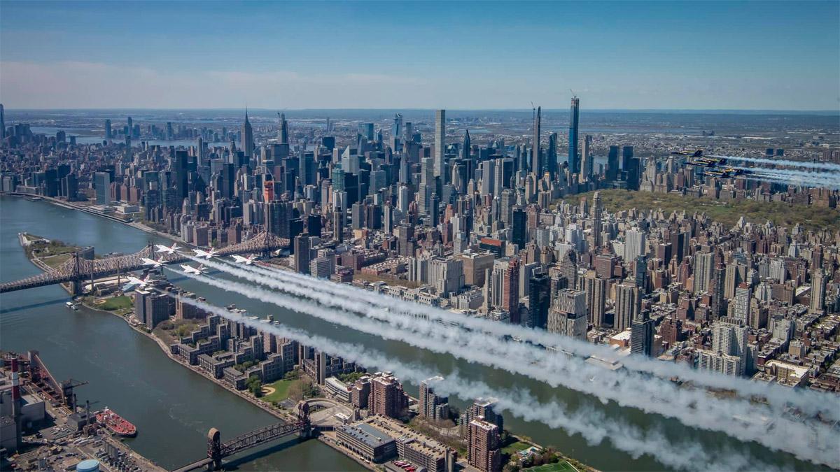 Мосты Нью-Йорка и вид на Манхэттен, вид с высоты