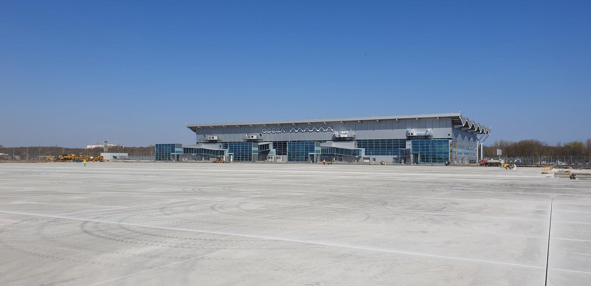 Новый перрон перед новым терминалом в аэропорту Одеса