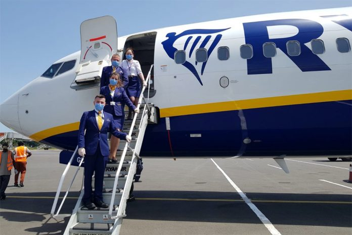 Экипаж Ryanair в масках