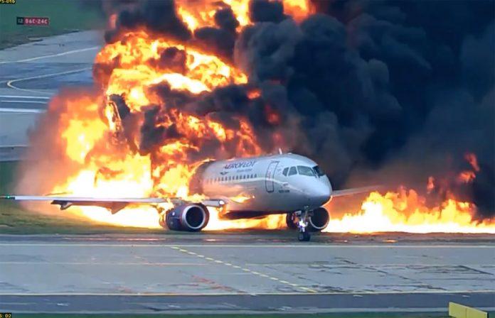 Первые секунды пожара Superjet 100