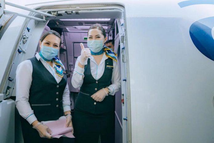 Бортпроводники Air Astana в масках