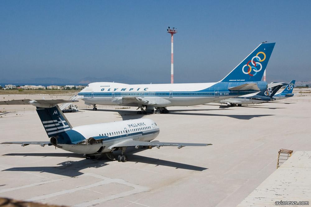 Старые самолеты - экспонаты музея авиации в аэропорту Элиникон
