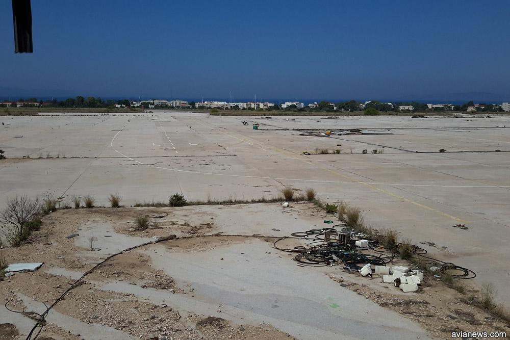 Заброшенный перрон аэропорта Элиникон