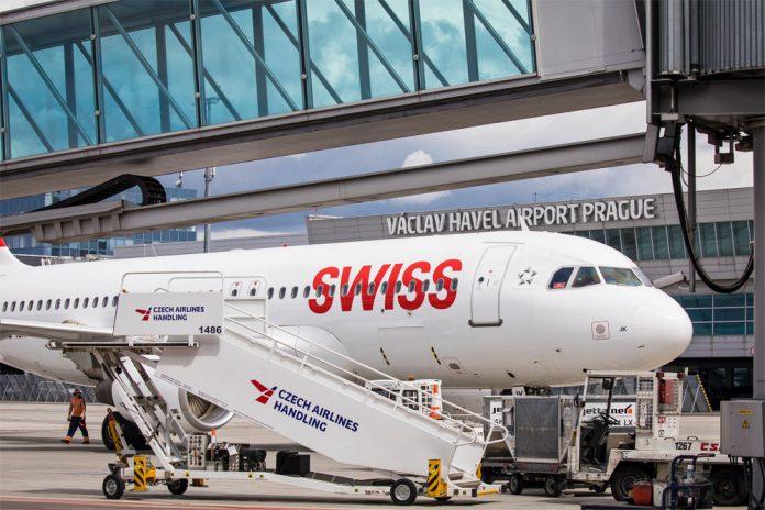 Самолет Swiss в аэропорту Прага
