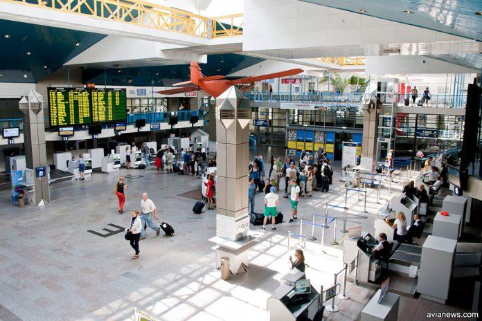 Зал регистрации в терминале аэропорта Вильнюс