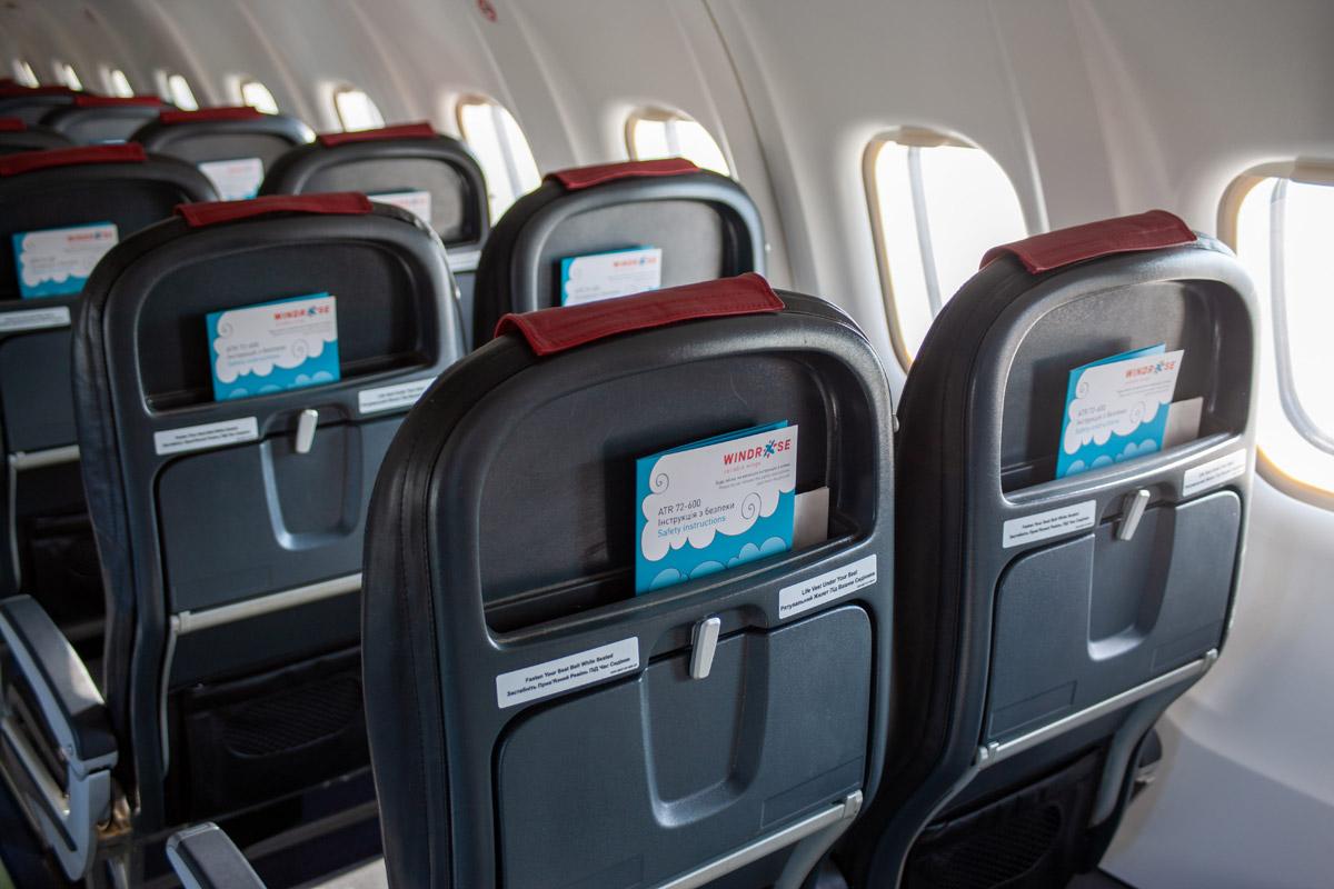 """В ATR 72-600 """"Роза Ветров"""" установлены тонкие кресла новой конструкции с кармашком для литературы сверху"""