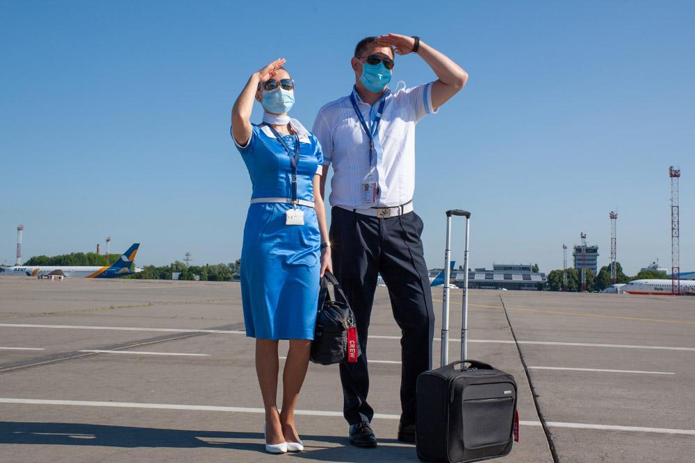 """Бортпроводник и пилот ATR 72-600 """"Роза Ветров"""""""