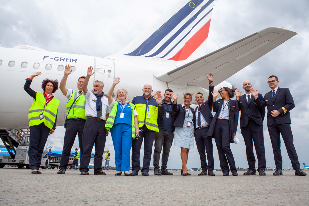 Экипаж и наземный персонал первого рейса Air France в 2020 году в аэропорт Борисполь