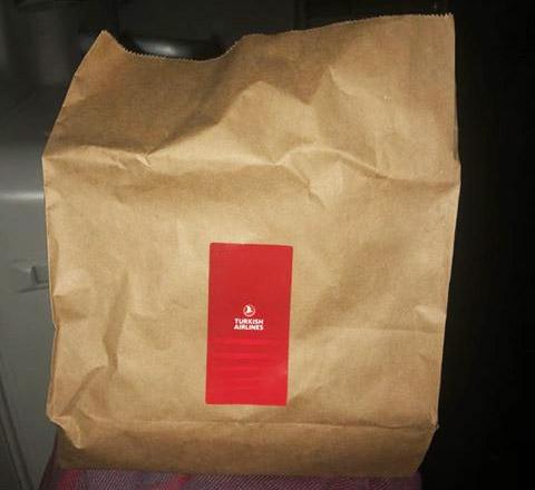 Второе питание в эконом-классе на рейсе Гонконг-Стамбул Turkish Airlines в эконом-классе