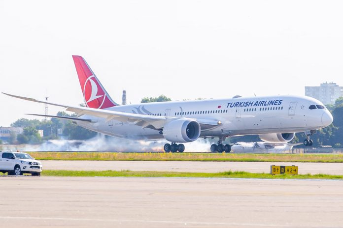 Посадка Boeing 787-9 Turkish Airlines в аэропорту Борисполь